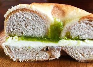 酸味が爽やかなルバーブジャムはパンにもあいます:無添加ジャムのこじまファーム