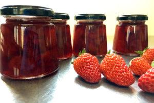 八王子産のイチゴを使用しています|こじまファーム